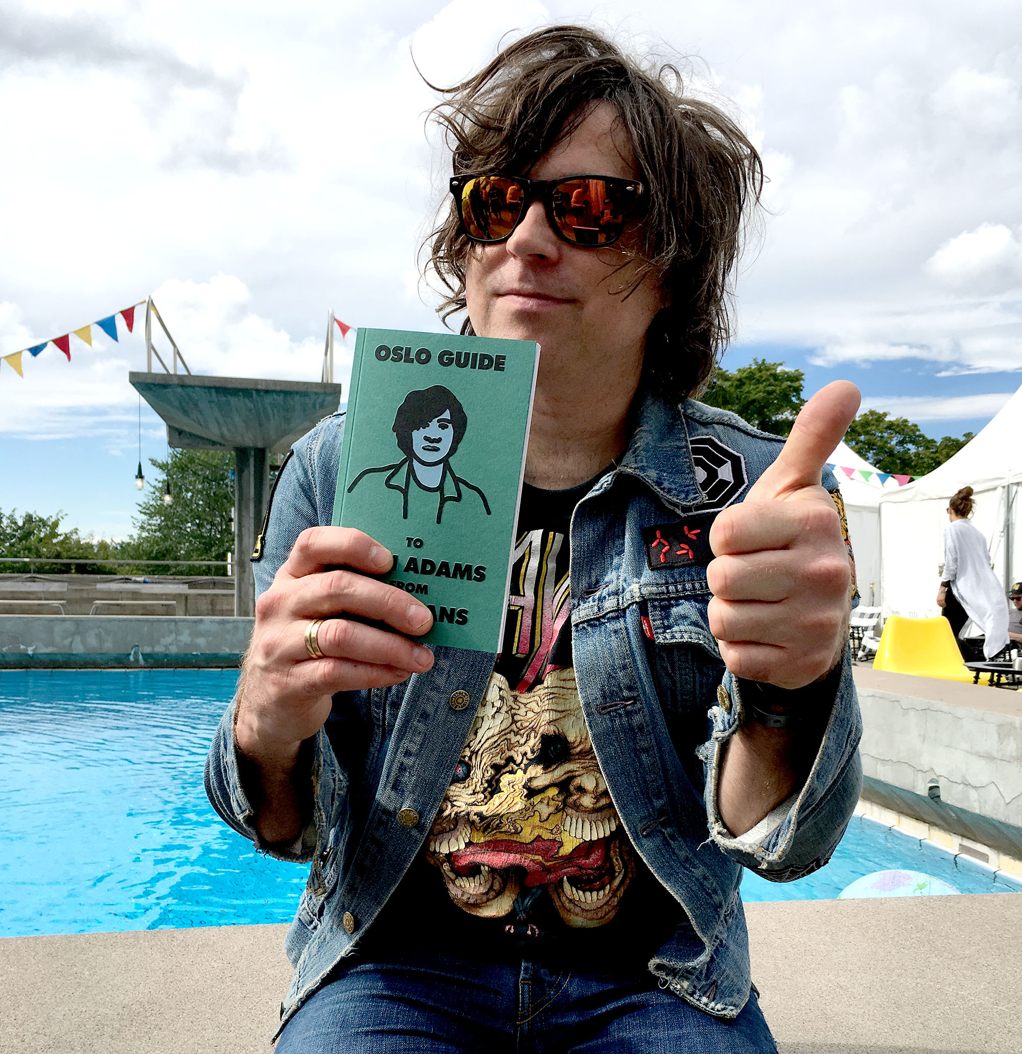 Ryan Adams with his fan guide to Oslo